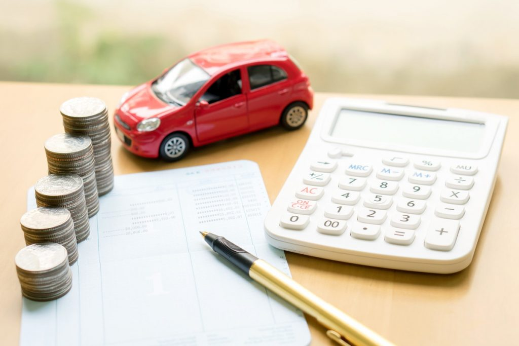 お金と電卓と車